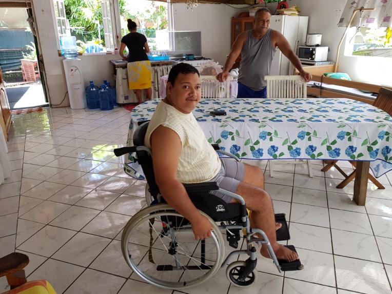 Gilles et Patricia ont dû aménager leur maison en fonction de Raitini afin qu'il puisse circuler librement