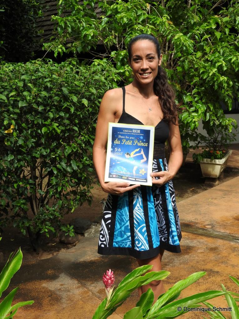 L'enseignante est la première Polynésienne à avoir obtenu son diplôme d'État de danse en 2009.