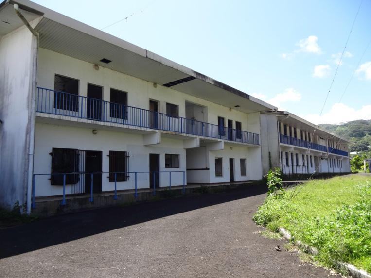 La commune de Taiarapu Est a pu bénéficier de la cession à l'euro symbolique des terrains du fort de Taravao, de la station ionosphérique et du centre d'instruction nautique.