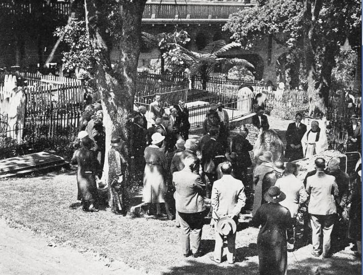 En décembre 1933, la baronne Mary Jane de Thierry, décéda à l'âge de 100 ans. Elle était la belle-sœur du baron et fut la dernière à être enterrée à ses côtés. Mais la construction d'une route obligea à la destruction des tombes, les dépouilles de la famille de Thierry reposant à Auckland dans le « general Anglican Memorial ».