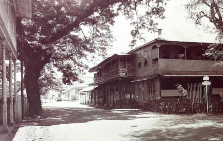 Papeete d'antan : La rue de Rivoli en 1900
