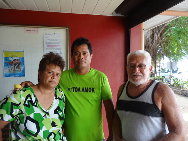 "Avec ses amis de la ""Bora Bora Team"", Sylvana est allée à la rencontre du maire de Bora Bora, lundi matin."