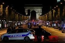 Attentat des Champs-Élysées: cinq personnes en lien avec le tueur placées en garde à vue