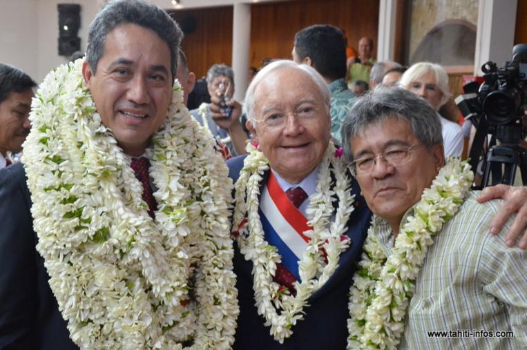 Gaston Flosse, entouré de Mate Tuihani et de son fils, le 15 septembre 2014 lors de l'élection de Marcel Tuihani à la présidence de l'Assemblée de la Polynésie française.