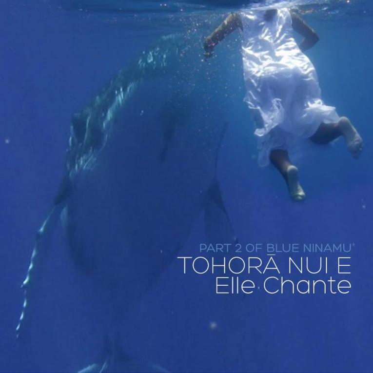 Hymne également à la maternité, la vidéo met en scène Teramataono, une future jeune maman polynésienne, qui entend l'appel de l'océan.