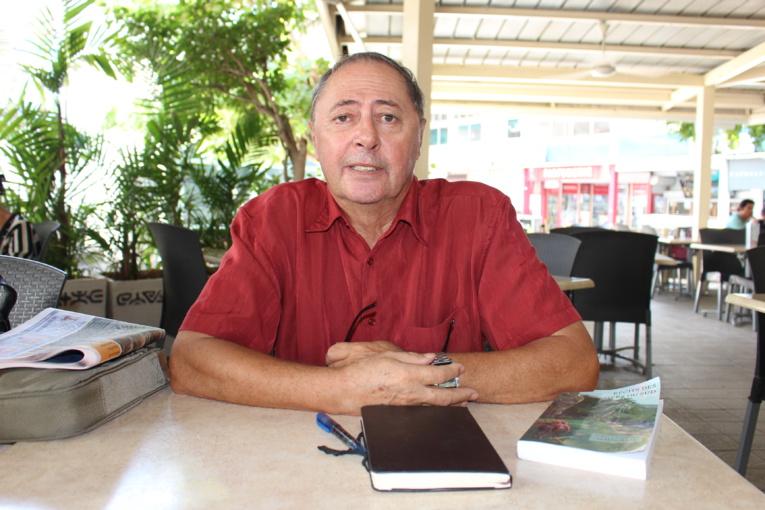 Riccardo Pineri, ancien professeur de littérature comparée et d'esthétique à l'université, philosophe de formation, est le directeur de la nouvelle collection de 'Api Tahiti.