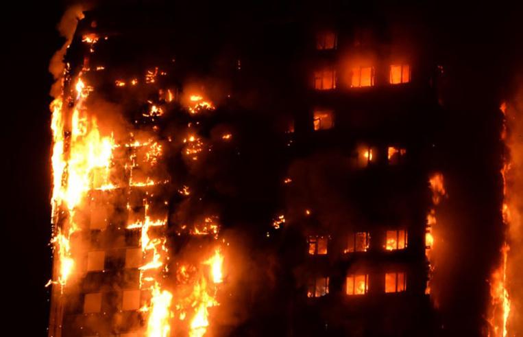 GB: un incendie spectaculaire ravage une tour d'habitation à Londres