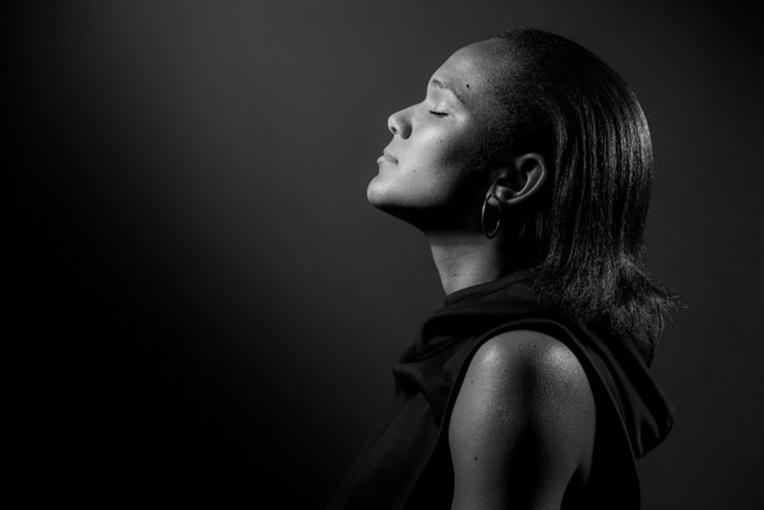 Mots relatifs à la lumière ou à l'obscurité nous font ouvrir les yeux différemment