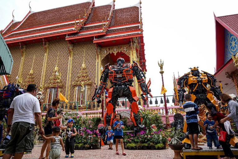 En Thaïlande, des statues de superhéros dans les temples bouddhistes