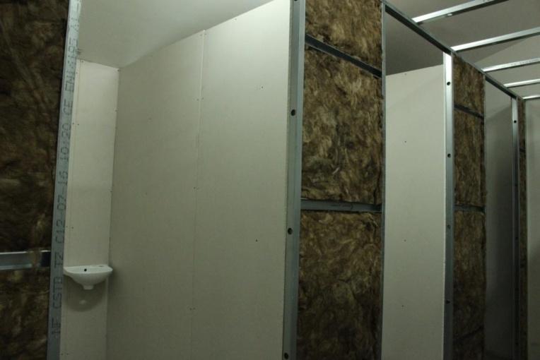 Les cellules de la prison prennent forme.