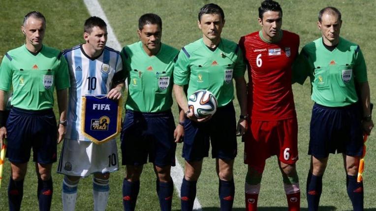 Norbert Hauata lors de la dernière Coupe du monde, aux côtés de Lionel Messi