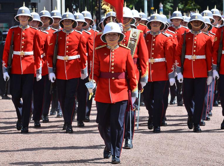 GB : une Canadienne de 24 ans dirige la garde de la reine
