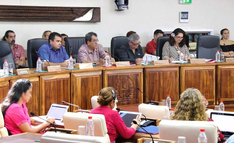 Adoption des comptes administratifs 2016 de la Polynésie française