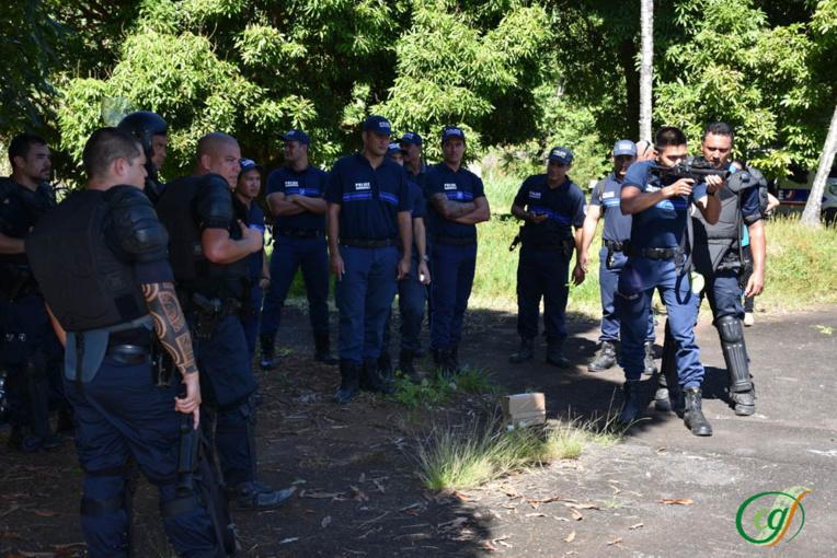 À travers ce stage, les stagiaires ont eu l'opportunité de s'essayer à deux armes à feu des agents de la DSP. Ici, le lanceur de balles de défense (LBD).