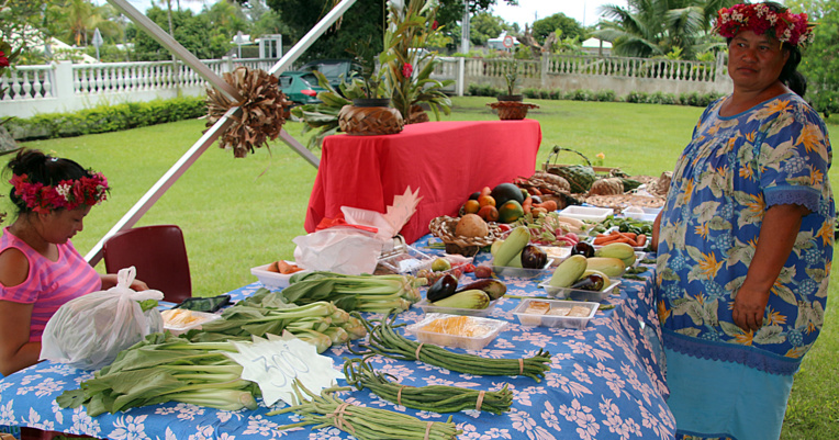 Arue : vente de légumes bio à la mairie