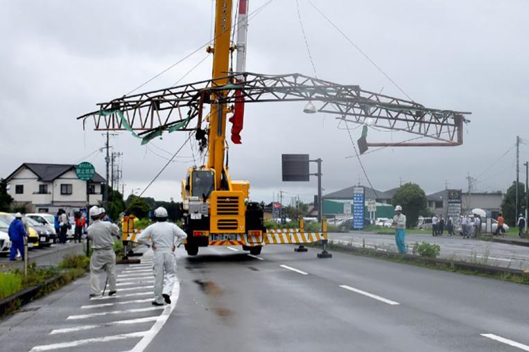 Japon : un typhon fait au moins trois blessés, cloue des avions au sol