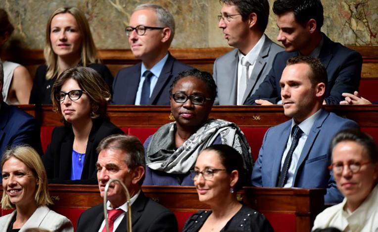 Le châle de la députée de Mayotte fait débat sur les réseaux sociaux