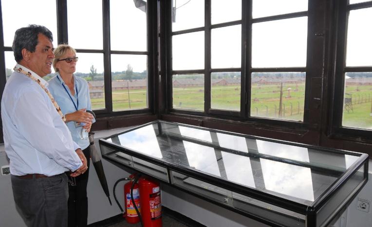 Le président Fritch en visite au camp de Birkenau.