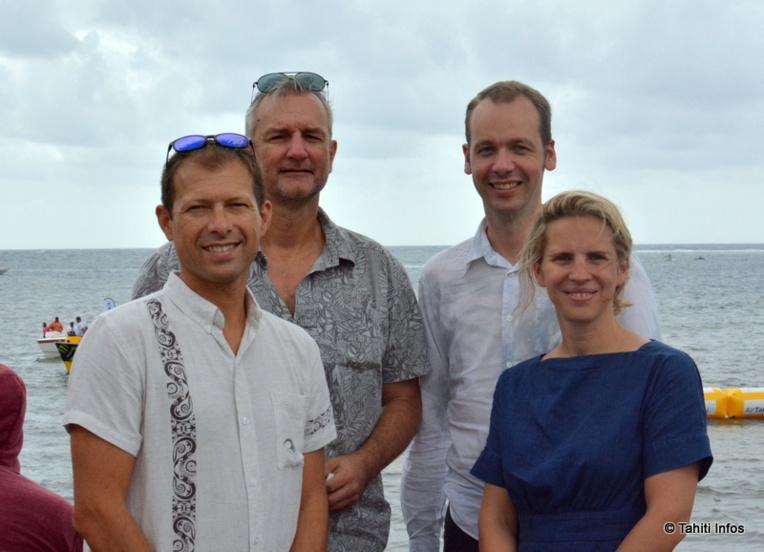 Stéphane Leterrier et Olivier Archambaud, de l'association Human Underwater Society, accompagnés de Jan Terwecoren et Annekatrien Verdickt, le couple d'architectes co-fondateurs de Tetra.
