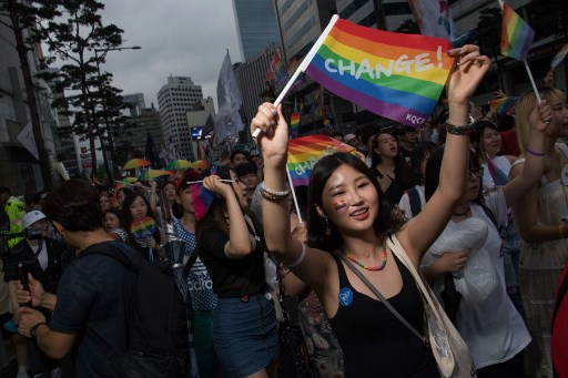 Gay pride à Séoul, entre fiertés et prières
