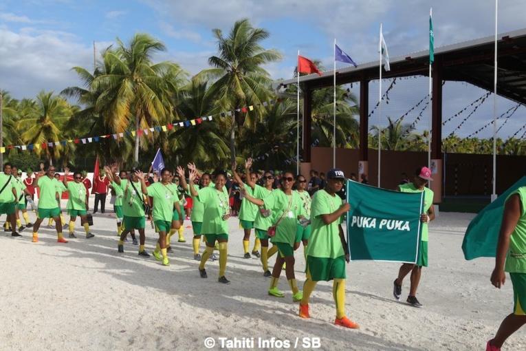 Les délégations ont défilé face aux officiels