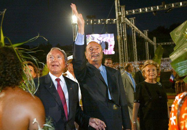 Jacques Chirac en compagnie de Gaston Flosse en juillet 2003, lors de la visite officielle du président de la République en Polynésie française.