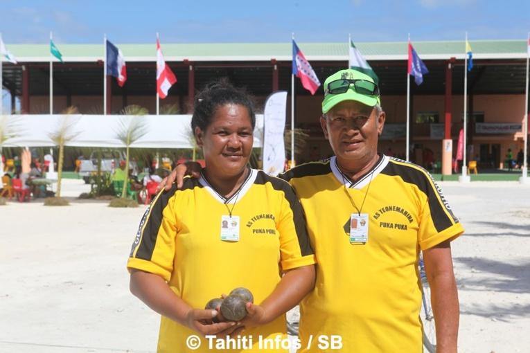 Jacques Iriti et Vairau Teriirere, médaillée d'or en pétanque