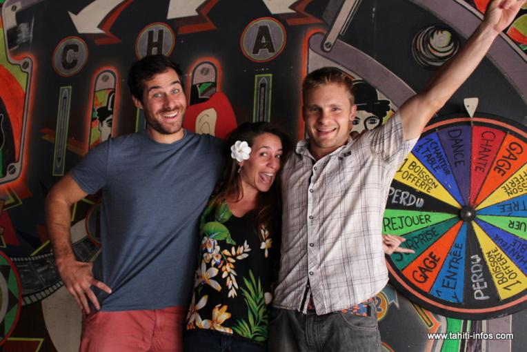 : (De gauche à droite) Fabien  Medard, Alice Gosset et Benjamin Potié comptent parmi les acteurs confirmés de l'association Tahiti impro. Ils suivent les cours et participent au spectacle depuis le début de l'aventure, il y a deux ans.