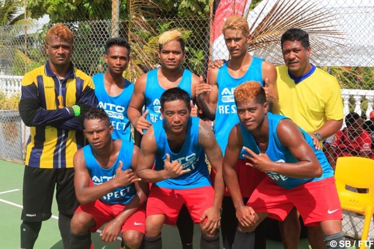 L'équipe de Reao, médaillée d'argent lors des Jeux des Tuamotu Est