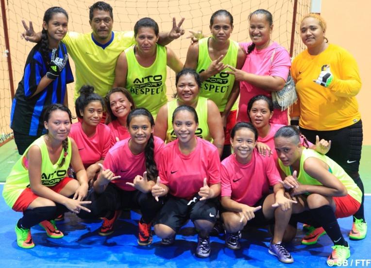 L'équipe féminine de Reao, médaillée d'or en futsal (en vert)