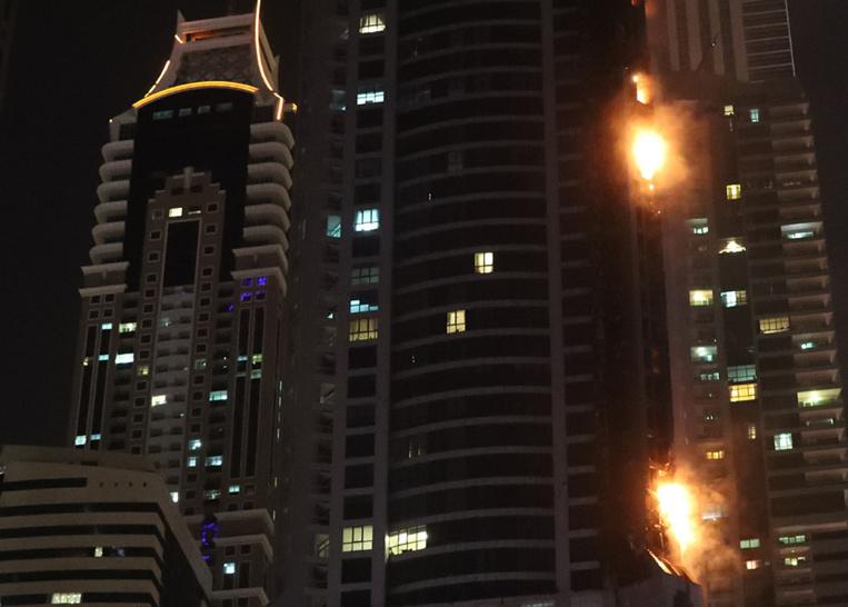 La Torch Tower à Dubaï endommagée par un incendie