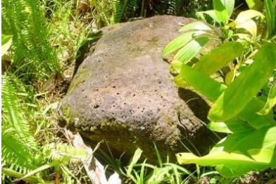 La pierre noire Tauauri près de la carrière