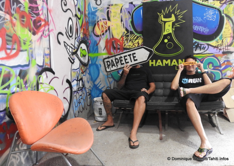 Cronos, Hell Ton John et Kanaky se rendent en Californie afin d'exposer quelques-unes de leurs créations autour du tiki, du 10 au 13 août.
