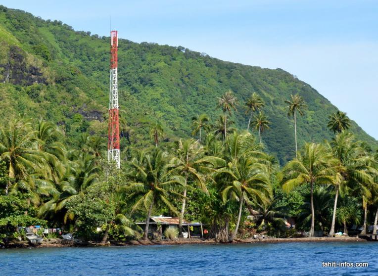 Les pylônes sont des constructions qui servent à héberger les antennes des opérateurs mobiles. Rien n'empêche un seul pilonne d'héberger plusieurs opérateurs, mais c'est encore très rare en Polynésie.