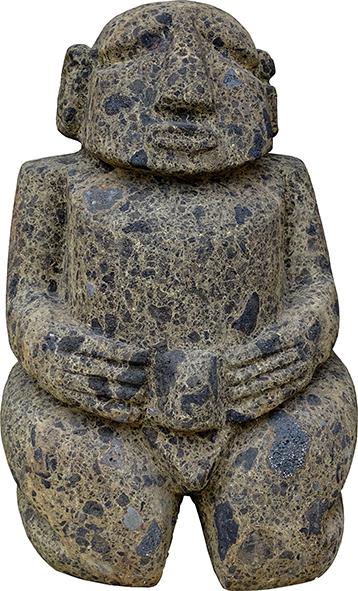 Des sculptures sont en vente comme ce superbe tiki en pierre fleurie.