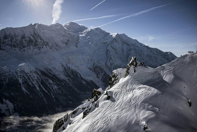 Mont Blanc: une 4e nuit dehors pour un alpiniste japonais, un espoir demeure