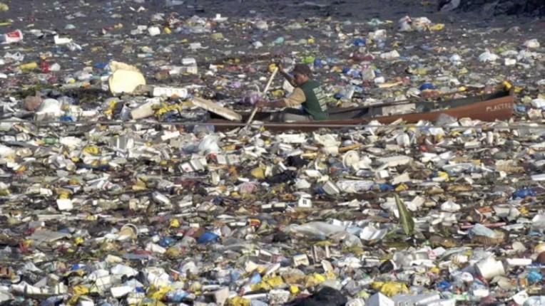 Page enfant : La production de plastique s'accélère et atteint des sommets