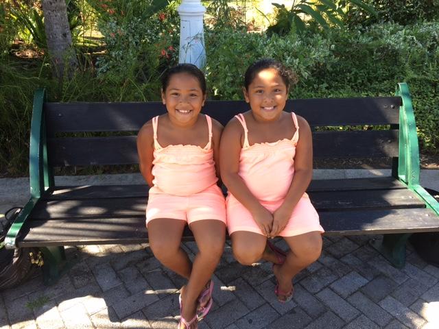 Mihianau et Hereanau ont 6 ans. Comme l'explique leur papa, « bien que jumelles, elles ont des tempéraments opposés ! »