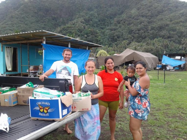 Trois familles sans logement fixe, vivent actuellement sur un terrain communal à Apea.