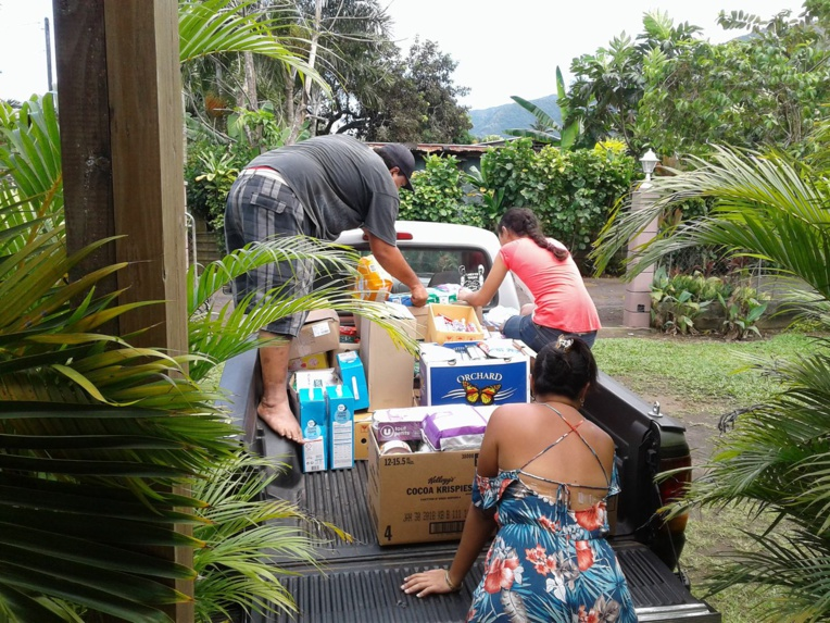 À l'issue de cette distribution, les denrées ont été conduites chez la présidente de l'association, Tauhere Lei. La prochaine distribution devrait se faire ce samedi, dans le quartier de la Carrière.