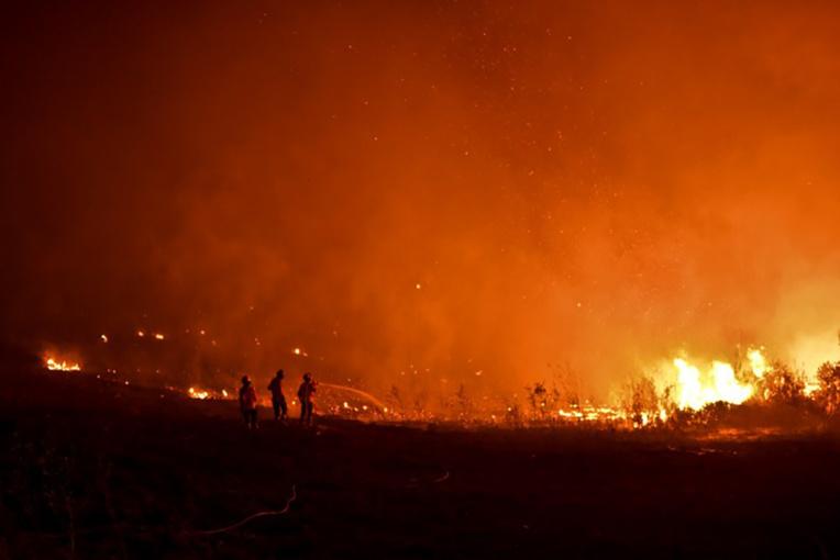Deux mois après le drame de Pedrogao Grande, le centre du Portugal brûle encore