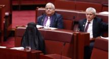 Australie: une parlementaire anti-immigration porte la burka en plein Sénat