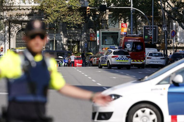 "FLASH INFO - ""Attaque terroriste confirmée"" à Barcelone, annonce la police"