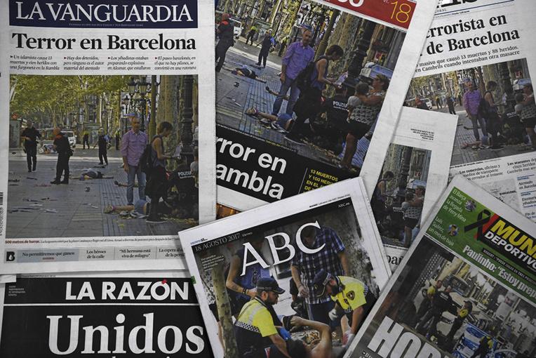 """Attentats à la voiture bélier à Barcelone et Cambrils: 13 morts, 5 """"terroristes présumés"""" tués"""
