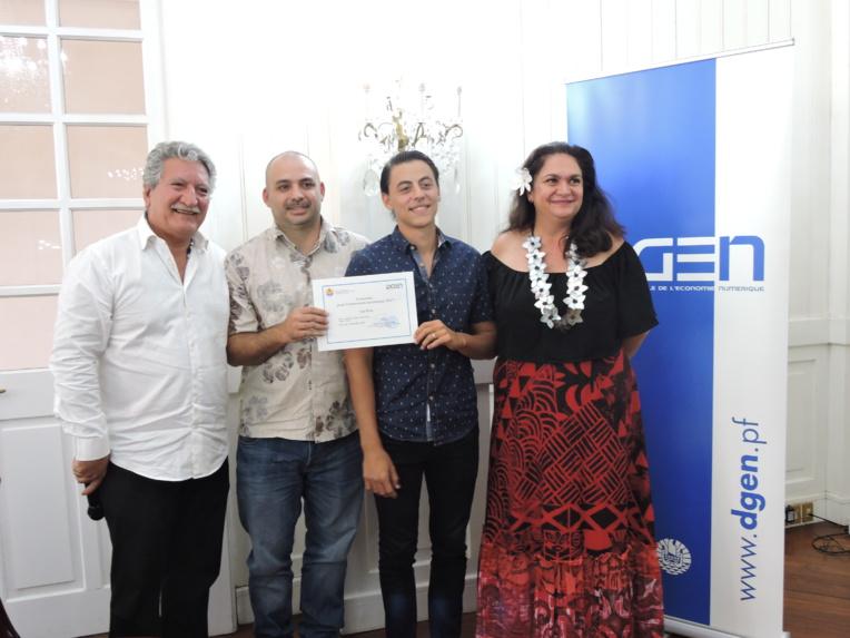 Stéphanie Chang Chen Chang (absente pour la remise des prix), William Joseph et Tamatea Sachet ont remporté le premier prix du concours pour l'innovation numérique