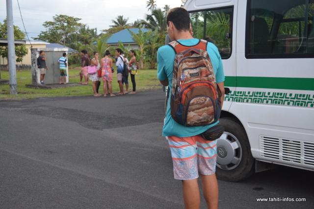 Actuellement, sur le secteur Taravao – Tautira, on compte une vingtaine de bus. L'an dernier, les trois sociétés (NTCE, RTU et TCCO) transportaient 20 000 élèves de Tahiti et Moorea.