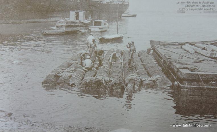 Le radeau dans la rade de Papeete en 1947 (photo publié dans le bulletin numéro 275 de la Société des études océaniennes).