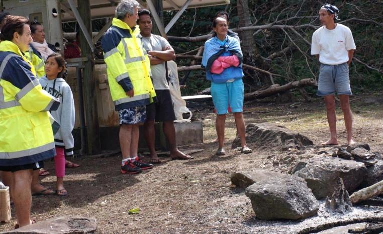 La délégation a également rendu visite à la famille sinistrée de l'incendie à Taravai.