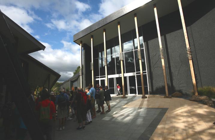 L'entrée du nouveau musée bâti récemment sur le site.