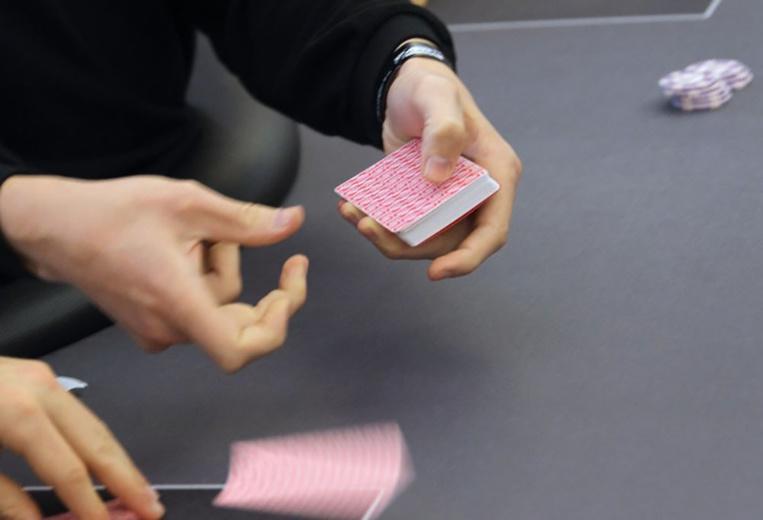 """Le """"mus"""", jeu de cartes traditionnel basque, a son championnat du monde aux USA"""